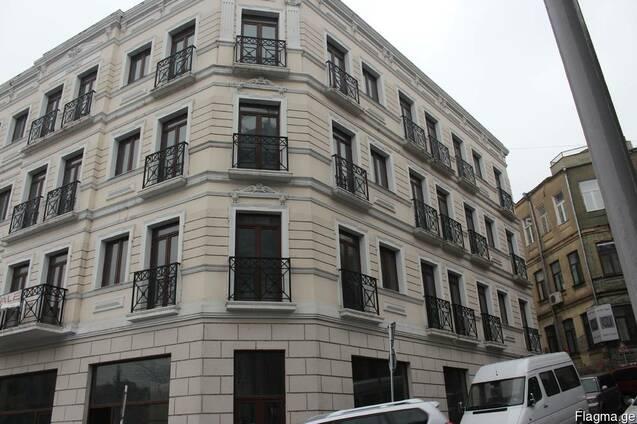 Новое здание в центе города под гостиницу