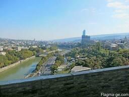 Продается !!! 6-комнатная квартира в центре Тбилиси