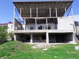 В Сурами продается 3-х этажный частный дом