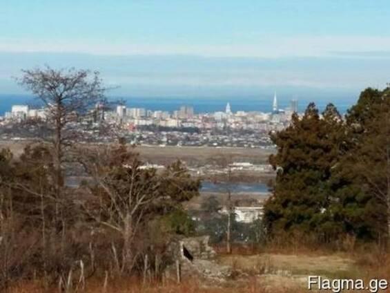 Земля видом моря и город